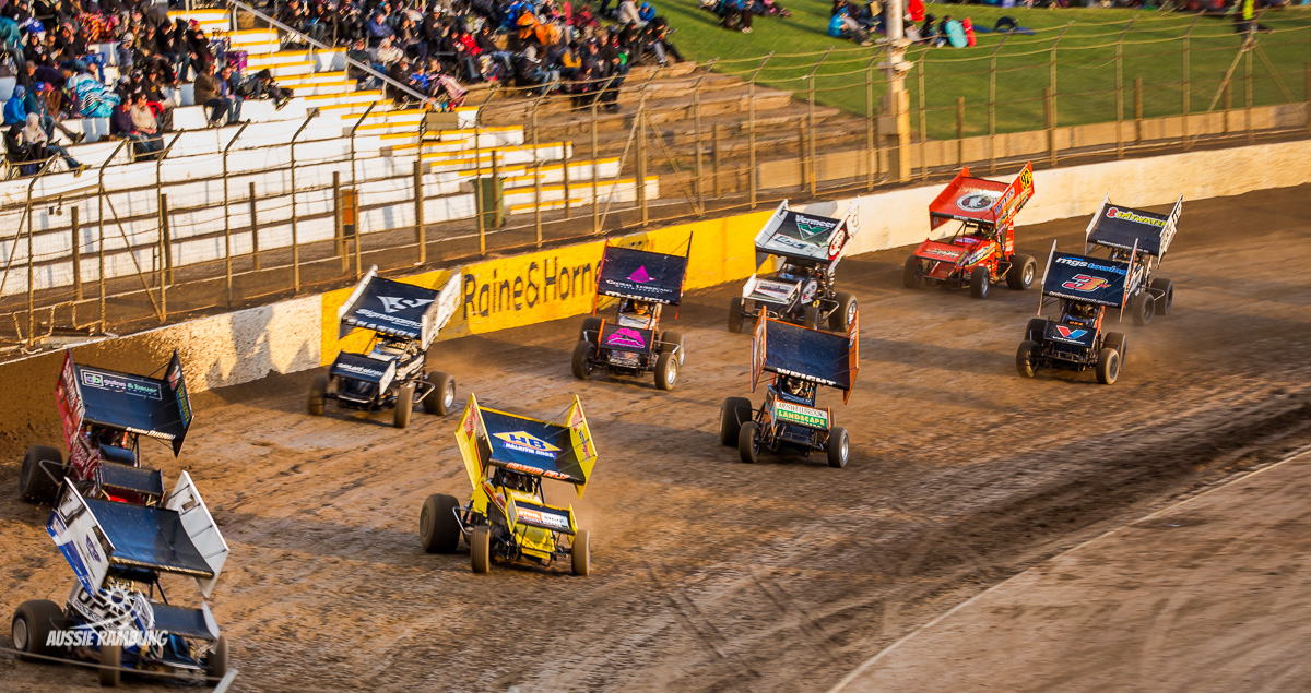 Thrills and Spills of the Sprintcars at Murray Bridge Speedway 2016-17.