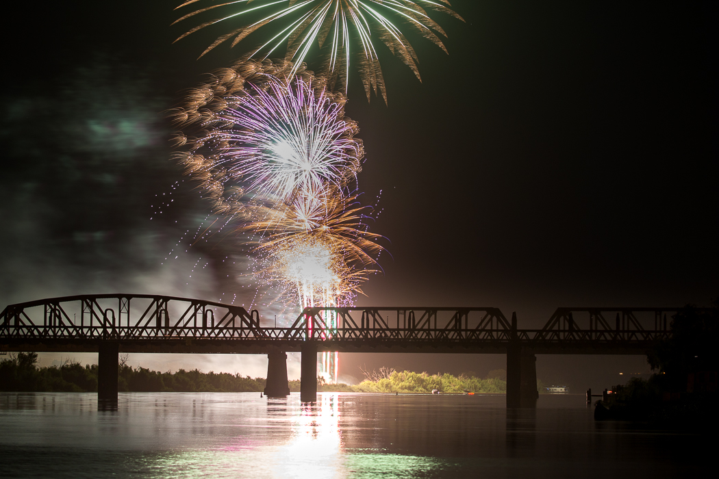 Murray Bridge Fireworks at the 2016 Christmas Pageant